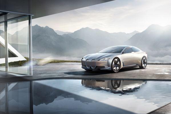 Nové BMW i4: Punc značky pre radosť z jazdy v budúcnosti